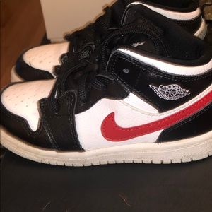 Jordan's retro 1 mid toddlers